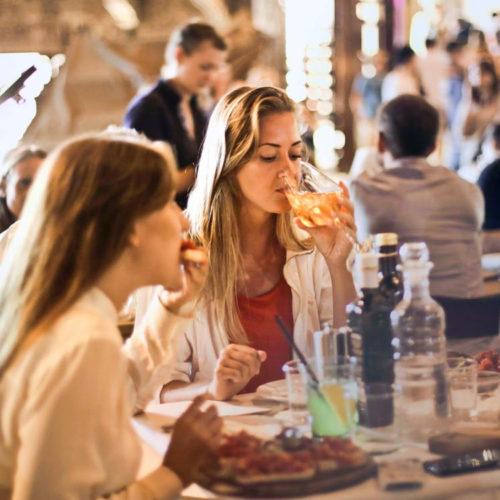 women-dining-free-img